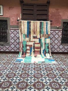 Tapis boujaad marocain tapis abstrait tapis fait main tapis | Etsy Laundry Room Rugs, Moroccan Berber Rug, Tribal Patterns, Ancient Symbols, Loom Weaving, Sheep Wool, Glyphs, Geometric Designs, Vintage Rugs