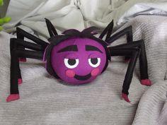 Dona aranha da turma da Galinha Pintadinha.