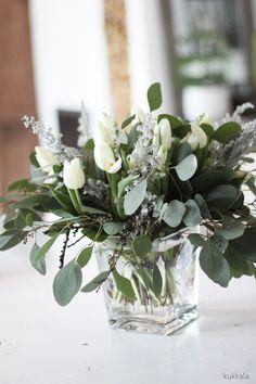 Joulukimppu eukalyptuksesta ja tulppaaneista