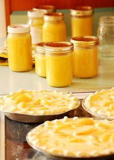 Peach curd - August is National Peach Month! Chutneys, Lemond Curd, Just Desserts, Dessert Recipes, Dessert Aux Fruits, Curd Recipe, Jam And Jelly, Sweet Sauce, Just Peachy