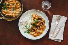 Vegetarische stroganoff met paddenstoelen, spinazie en rijst