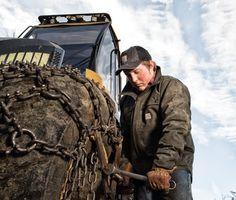 Starke Berufskleidung für harte Kerle. Das ist CARHARTT. Das amerikanische Orginal. Authentisch seit 125 Jagren.