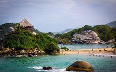 PARQUE TAYRONA Es uno de los parques mas bellos de Colombia, donde se mezclan los impactantes colores del mar caribe con la selva bien conservada y las playas mas paradisiacas de la costa Atlantica. Magico paraje de 15.000 hectàreas colmado de bosques, formaciones de coral, praderas marinas, humedales y manglares, que sirven de trinchera a disìmeles especies animales..