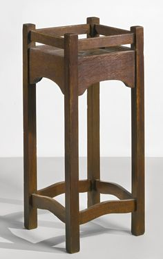GUSTAV STICKLEY AN EARLY AND RARE PLANT STAND, MODEL NO. 44 circa 1901 executed by the Craftsman Workshops of Gustav Stickley, Eastwood, NY