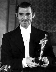 "Clark Gable - Best Actor Oscar for ""It Happened One Night"" 1934 Old Hollywood Glamour, Golden Age Of Hollywood, Vintage Hollywood, Classic Hollywood, Clark Gable, Classic Movie Stars, Classic Movies, Divas, Best Actor Oscar"