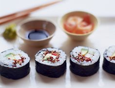 Spicy sprouts, such as broccoli, arugula, or leek, give sushi rolls a delicate crunch and peppery flavor. A sushi mat makes it easy to wrap the nori and rice Spicy Broccoli, Broccoli Sprouts, Vegan Appetizers, Vegan Snacks, Vegan Food, Healthy Food, Vegetarian Times, Vegetarian Recipes, Vegan Vegetarian