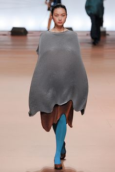 Issey Miyake - Fall 2014 Ready-to-Wear - Look 30 of 43