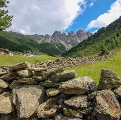 Do bin I dahom  #bergverliebt #intirol #motivation #yoga #mediation #austria #mountain #openmyworld #goplayoutside #greatnorthcollective #wildernessculture #letsgosomewhere #ourplanetdaily #wildlifeplanet #stayandwander #campvibes #lonelyplanet #themountainiscalling #mindthemountains #explorewildly #bergheil #finditliveit #adventuremobile #northwestisbest  #travelstoke #wonderful_places #liveauthentic #livethelittlethings #WorldTravelIG #weroamaustria