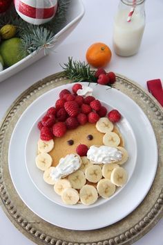 Make some Santa Claus Pancakes for your Christmas Morning Breakfast. A fun and festive breakfast idea for the whole family. Christmas Snacks, Christmas Brunch, Christmas Goodies, Holiday Treats, Christmas Baking, Holiday Recipes, Christmas Pancakes, Santa Pancakes, Family Christmas