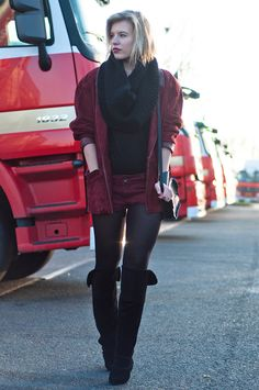 RED REIDING HOOD: Fashion blogger wearing burgundy oversized suede vintage thrift blazer oxblood leather denim shorts over the knee boots H&M New icons suede knee high boots shoes streetstyle model off duty