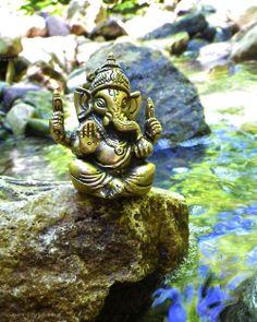 Make this Ganesha Chathurthi 2020 special with rituals and ceremonies. Lord Ganesha is a powerful god that removes Hurdles, grants Wealth, Knowledge & Wisdom. Sri Ganesh, Ganesha Art, Lord Ganesha, Baby Ganesha, Om Gam Ganapataye Namaha, Spiritual Paintings, Meditation, Ganpati Bappa, World Religions