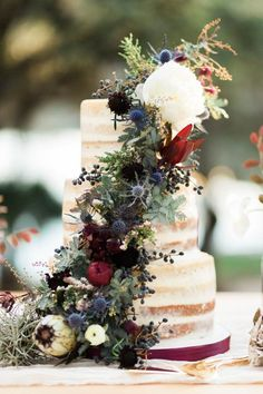 Love these fall tones for this wedding cake!