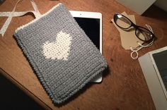A perfect weekend make! Learn a new skill and crochet Kate Eastwood's darling tablet cover using the intarsia method! This little tablet cover is the perfe