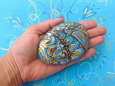 manualidades de piedras pintadas abstractas