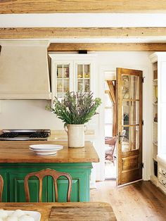 Modern French Country Style Decor Ideas For Kitchen 35 home decor french country 35 Modern French Country Style Decor Ideas For Kitchen - OMGHOMEDECOR Modern French Country, French Country Kitchens, French Country Decorating, Kitchen Country, Farmhouse Kitchens, French Kitchen, Emerald Green Decor, Green Kitchen Island, Kelly Green Kitchen