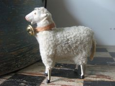 This is a sheep, a white sheep.maybe porcelain.maybe antique.with a bell. Primitive Sheep, Primitive Folk Art, Primitive Crafts, Shaun The Sheep, Sheep And Lamb, Antique Christmas, Vintage Holiday, Antique Toys, Vintage Toys