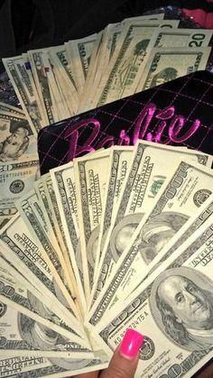 Money flows effortlessly with abundance to me Bad Girl Wallpaper, Tumblr Wallpaper, Badass Aesthetic, Bad Girl Aesthetic, Aesthetic Iphone Wallpaper, Aesthetic Wallpapers, Money Wallpaper Iphone, Rauch Fotografie, Fille Gangsta