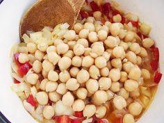 Mâncare de năut cu sos de roşii   Bucate Aromate Romanian Food, Romanian Recipes, Black Eyed Peas, Beans, Vegetables, Cooking, Kitchen, Vegetable Recipes, Brewing