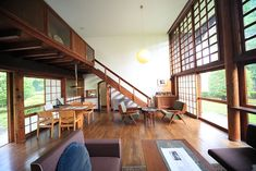 Make living dining room width the length of stairs Japanese Style House, Traditional Japanese House, Interior Exterior, Interior Architecture, Village House Design, Japanese Interior, House Inside, Home Office Decor, Home Decor