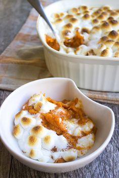 Delicious Marshmallow & Caramel Sweet Potato Casserole #thanksgiving #ThanksgivingRecipes #thanksgivingdinner