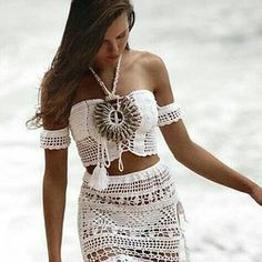 Pin by Silvia Baeta on Crochet Crochet Bikini Pattern, Crochet Shorts, Crochet Crop Top, Beach Crochet, Boho Style Dresses, Crochet Baby Clothes, 2 Piece Outfits, Festival Wear, Crochet Fashion