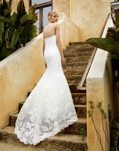 BT16-6 from the all-new #2016Beautiful by Enzoani collection! Smooth satin bodice, gorgeous corded hem lace train, and sweeping mermaid skirt!