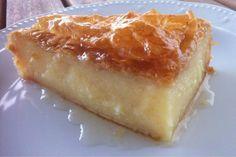galaktoboureko-grcki-kolac Just Desserts, Delicious Desserts, Yummy Food, Custard Pie Recipe Easy, Greek Sweets, Kolaci I Torte, Phyllo Dough, Greek Cooking, Greek Dishes