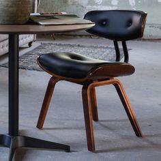 Deze jaren vijftig stoel in een modern design jasje zorgt voor echt zitcomfort. Blackwood van Dutchbone is de perfecte retro eetkamerstoel.