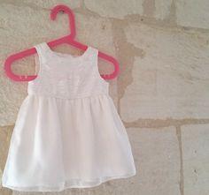 Patron facile pour robe de cérémonie ou de baptême bébé en 3 à 24 mois - Ici en soie et dentelle