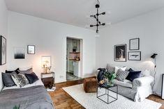 Söt etta på Östermalm One Room Apartment, House Rooms, Interior Inspiration, Gallery Wall, Villa, Living Room, Interior Design, Bedroom, Furniture