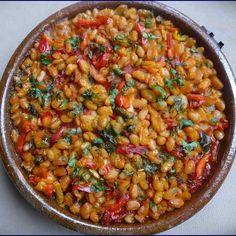 Le tavtché gravtché est le plat national de Macédoine. Il est composé de haricots et d'autres légumes et préparé dans une poêle en terre ou en fonte.