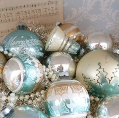 These look vintage & pretty Holidays Shabby Chic Christmas, Antique Christmas, Christmas Past, Vintage Christmas Ornaments, Vintage Holiday, Christmas Baubles, Christmas Holidays, Christmas Decorations, Christmas Ideas