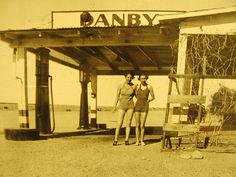 Harvey Girls in Barstow heat Original Harvey Girls of the town before they married up that is. Old Pictures, Old Photos, Harvey House, Harvey Girls, Old Commercials, Mojave Desert, Rhythm And Blues, Day Off, Route 66