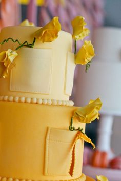 Pockets in a wedding cake is something new and creative! I really like it! :D