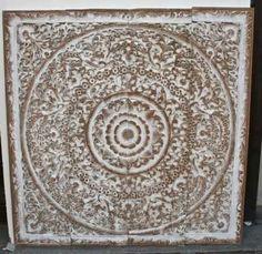 room Valladolid - Tesoros de Asia - muebles. Panel en madera tailandés tallado a mano por artesanos en forma de rosetón, decapado en blanco. Va panelado pudiéndose separar para espacios mas grandes
