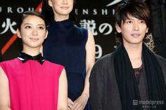 映画「るろうに剣心」完成披露レッドカーペットイベントに出席した(左から)武井咲、佐藤健