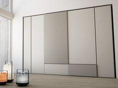 Lackierter Anbau-Kleiderschrank aus Holz mit Schiebetüren GRAFIK Kollektion Swing by Caccaro Design Sandi Renko, R