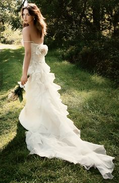 I love absolutely EVERYTHING about this dress.  fashionbride.wordpress.com