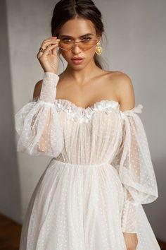 Wedding Dress Train, Wedding Dress Trends, Best Wedding Dresses, Bridal Dresses, Lace Wedding, Rustic Wedding, Wedding Ideas, Wedding Reception, Reception Dresses