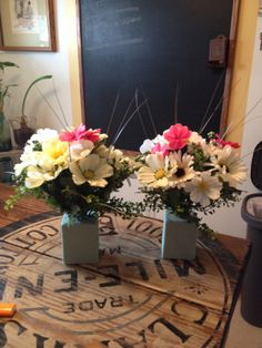 Monument arrangements for small vases