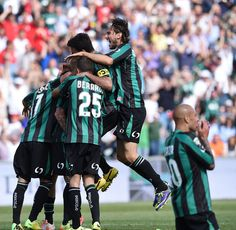 Antoio Floro Flores of Sassuolo celebrates after scoring a goal to make it 4-2 during the Serie A match between US Sassuolo Calcio and Genoa...