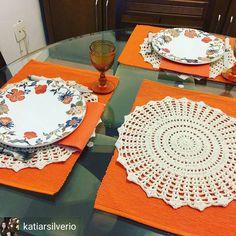 Bom dia!!! Mesa de domingo que a @katiarsilverio preparou para o almoço de sua família com o Sousplat na cor cru!! Almoço de niver!!!! Parabéns amiga!!! .. .. #sousplatdecroche #jogoamericano #mimos #enxoval #noivas#casamento #noivas2017#chadepanela #chadecasanova#amoreceber #meseirasassumidas #meseirasdobrasil #meseirasdosul#meseiras #donadecasa #mesaposta #mesalinda #guardanapos #meseirasdesaopaulo #croche#domingo #docelar#donadenossacasa #caseirices#familia #somosmeseiras#meular...