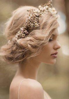 nuetral fall flower crown | via: colin cowie weddings