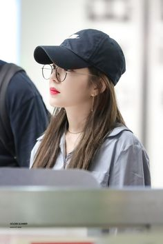 """irene in caps that will make you gay : a thread 😜"" Irene Red Velvet, Seulgi, Daegu, Pretty Girls, Cute Girls, Red Velet, Airport Style, Airport Fashion, Korean Singer"