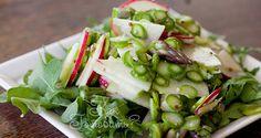 Салат с редисом и спаржей