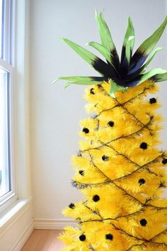 Have a delightful summer centerpiece with a Pineapple Christmas Tree! Jennifer Perkins transform a yellow Christmas tree to look like this tropical fruit. Beach Christmas, Coastal Christmas, Christmas Holidays, Christmas Crafts, Hawaiian Christmas Tree, Xmas, Christmas Tree Yellow, Half Christmas Tree, Different Christmas Trees