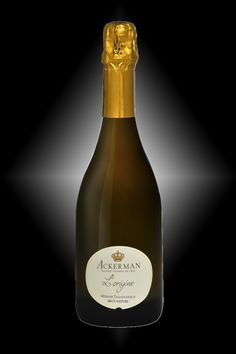 L'ORIGINE of the House of Ackerman is a Natural Brut without added sugar. It is a careful blend of 7 varieties from the Loire Valley. Round on the palate with notes of cake and a long fresh finish. This is a well-balanced offering.