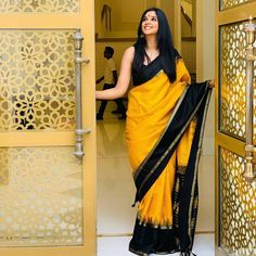 Exclusive stunning photos of beautiful Indian models and actresses in saree. Indian Beauty Saree, Indian Sarees, Silk Sarees, Ethnic Sarees, Cotton Saree, Saree Blouse Patterns, Saree Blouse Designs, Kurta Designs, Indian Dresses