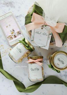 Hampers Lebaran 2018 by Dolce Kitchen Cake Boxes Packaging, Dessert Packaging, Cookie Packaging, Hamper Boxes, Hamper Ideas, Eid Hampers, Parcel Lebaran, Instagram Frame Template, Jar Design