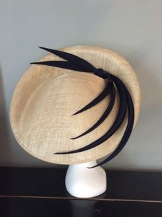 Stunningly shaped natural sinamay trimmed with hand made navy blue satin spikes. Absolutely perfect to finish a race day or wedding outfit. Sinamay Hats, Fascinator Hats, Fascinators, Headpieces, Wedding Hats, Headpiece Wedding, Fancy Robes, Mother Of The Bride Hats, Church Hats